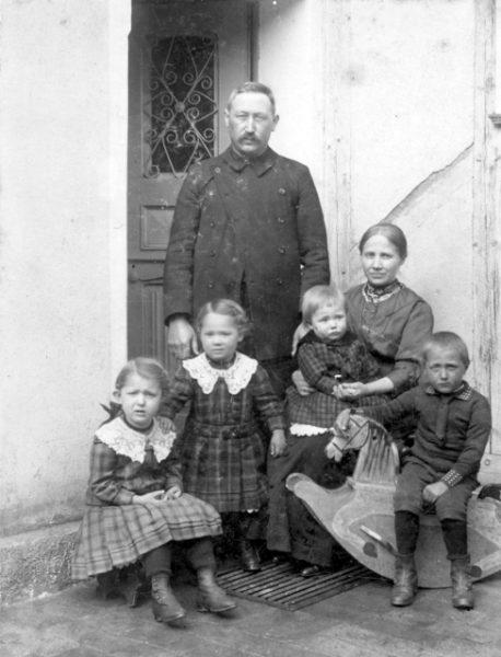 Erster Prediger in Rechtenbach: Karl Trippler mit Familie